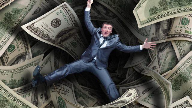 un uomo cade in trappola dei soldi