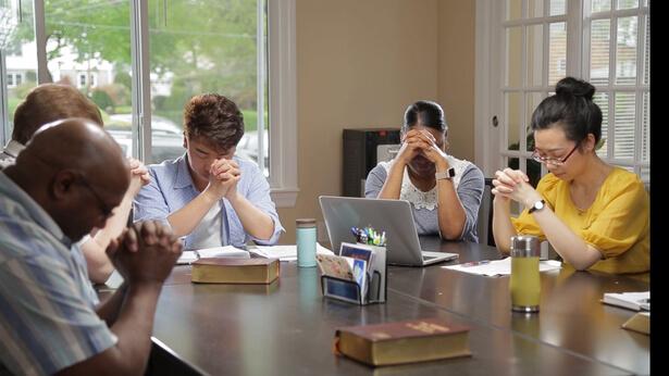 i cristiani sta riunendo e pregando per capire la verita' del ritorno del Signore