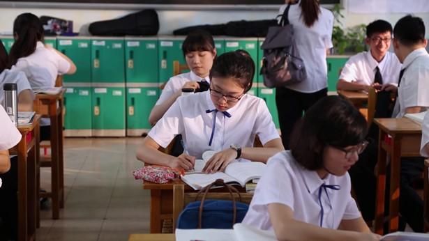 姊妹在考試