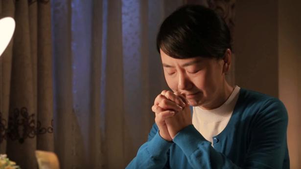 姊妹正在祷告