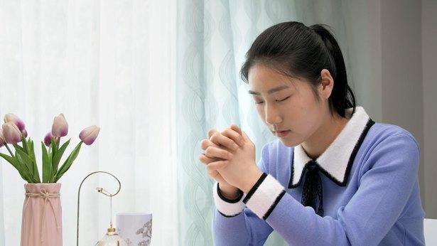 问题(4)我每次祷告都有压力,不知道该跟神说什么,我想寻求一下这方面的真理,到底什么是真实的祷告?怎么祷告才是与神有真实的相交呢?