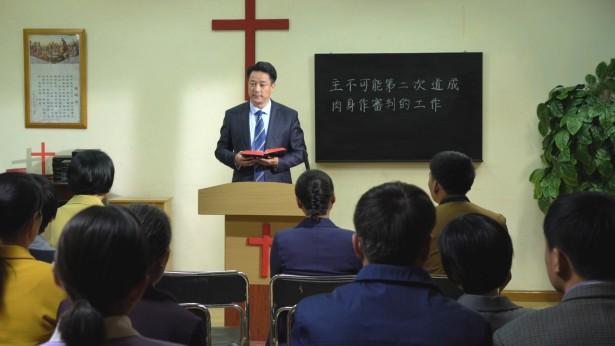 牧師在讲台讲道