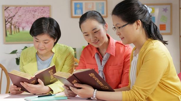 三个姊妹正在读神话语