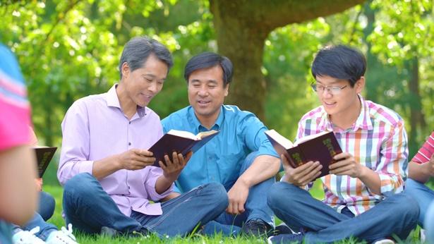 3个弟兄在读神话