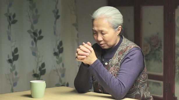 老姊妹在祷告