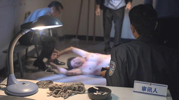 中共警察逼迫基督徒