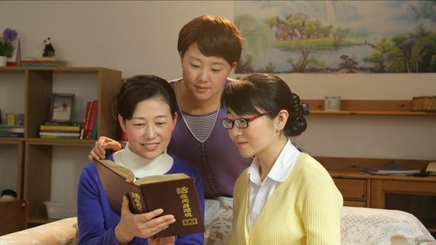 三个姊妹正在读神话