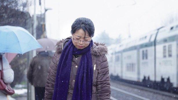 雪中痛苦的行走