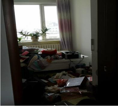 被警察翻亂的臥室